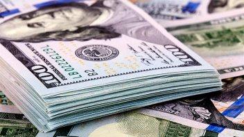 El dólar oficial cedió a $62,89 tras el fin de semana largo