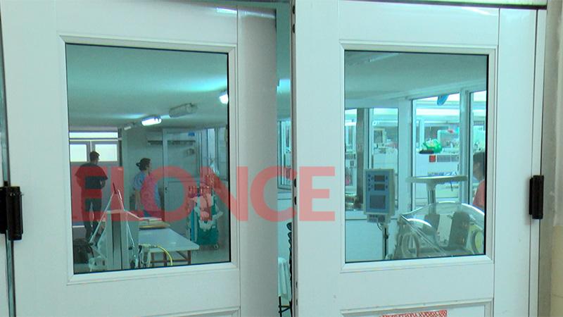 Tragedia: Un bebé cayó al piso durante el parto en un sanatorio y murió