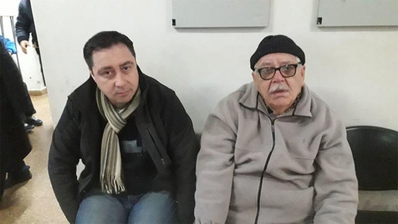 A la derecha, el padre de la docente asesinada