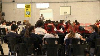 Repensando la Economía: Brindaron una charla para estudiantes secundarios