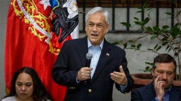 Piñera le pidió la renuncia a sus ministros y prometió levantar toque de queda