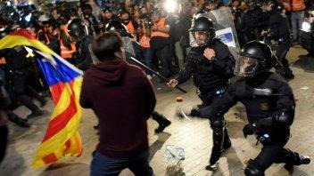 Batalla campal tras manifestación en Barcelona: al menos tres detenidos