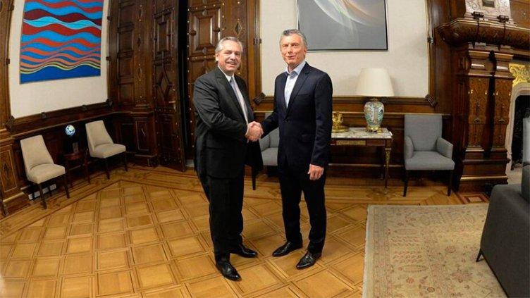 Acordaron que Macri entregará el mando a Fernández en el Congreso