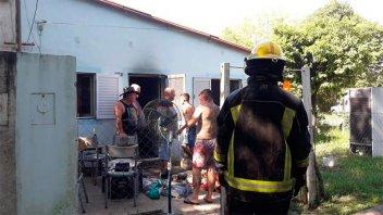 Voraz incendio causado por desperfecto eléctrico afectó la casa de una abuela