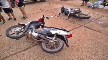 Motociclistas resultaron lesionados tras el choque entre dos rodados