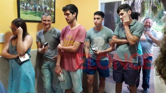 Gran cantidad de jóvenes fueron a comisaría 7º en busca de su celular robado