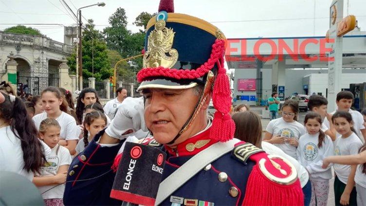 Granadero terminó su travesía y entregó el uniforme a museo en Paraná