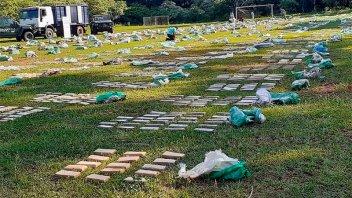 Incautan 9.000 kilos de droga que había sido cargada en la costa del río Paraná
