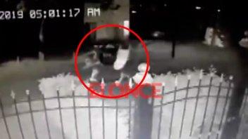 Robaron a cocinero de Paraná y quedaron filmados: Se llevan sillones al hombro
