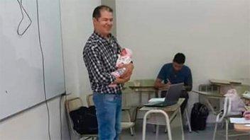 Profesor cuidó a la beba de una alumna para que pudiera rendir