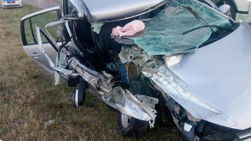Hospitalizaron a tres personas tras impresionante choque en la Ruta 12