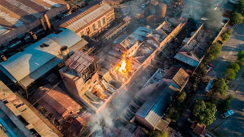 Cinco muertos al incendiarse un ingenio: Desgarradores testimonios e imágenes