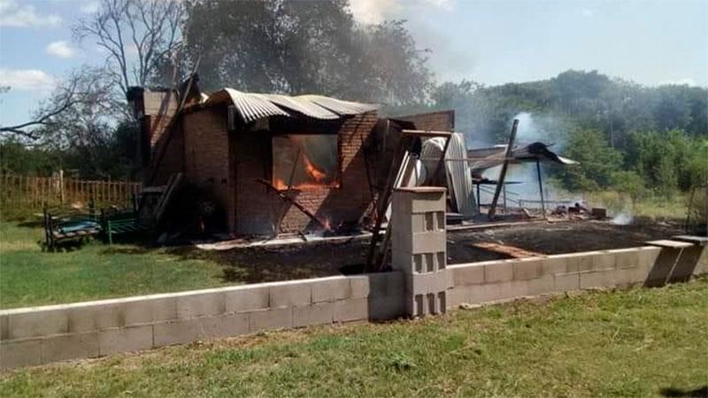 Acusan a una mujer de matar a su pareja e incendiar la casa para quemarlo