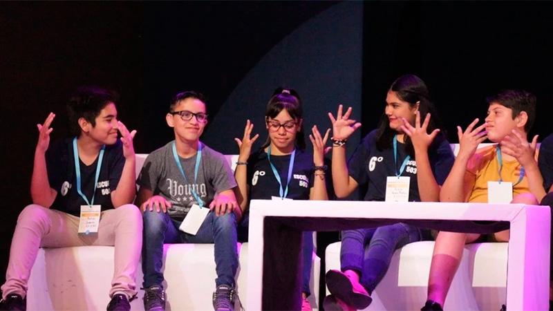 """El grupo de alumnos que creó la aplicación """"Señapp""""."""