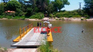 Fotos y videos: rescate de la camioneta que cayó al agua en zona de La Balsa