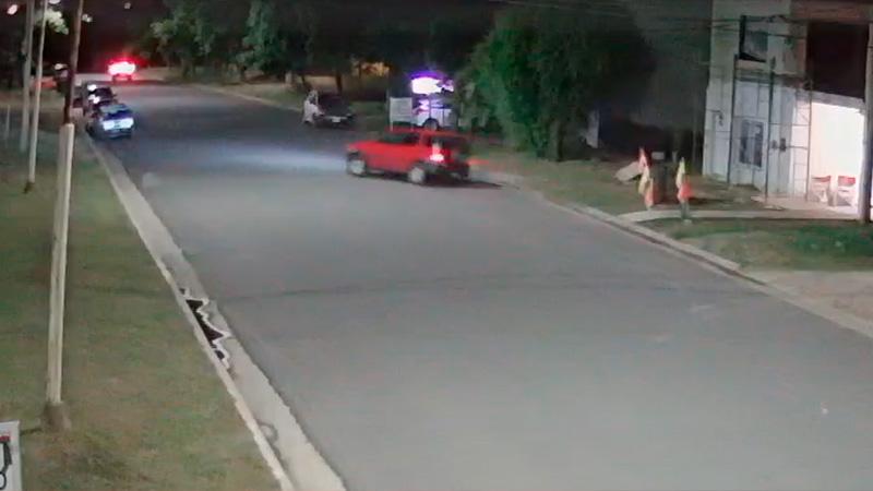 Video: Intentó maniobra de película en camioneta y puso en riesgo a los vecinos