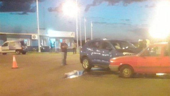 Una mujer falleció tras chocar un auto y una camioneta