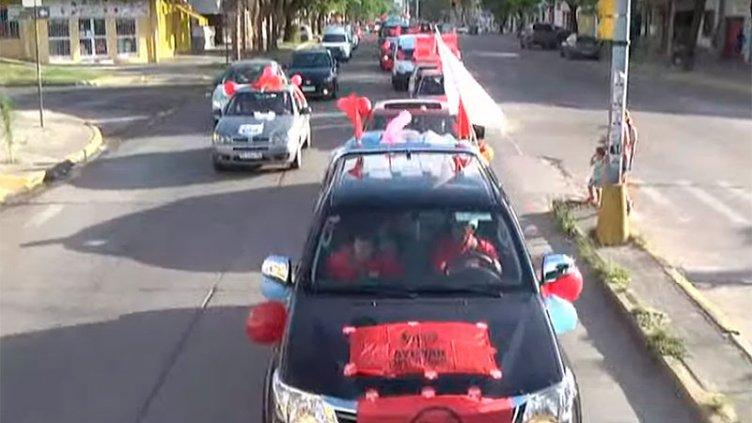 Partió hacia Sala Mayo la tradicional caravana solidaria de Once por Todos