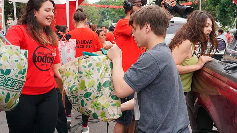 La alegría de ayudar: Se viven las once horas solidarias en Sala Mayo