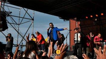 Reviví el show de La Contra en el escenario solidario de Once por Todos