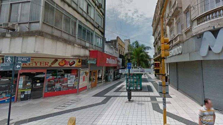 Comisario de franco y un guardavidas salvaron una vida en la peatonal de Paraná