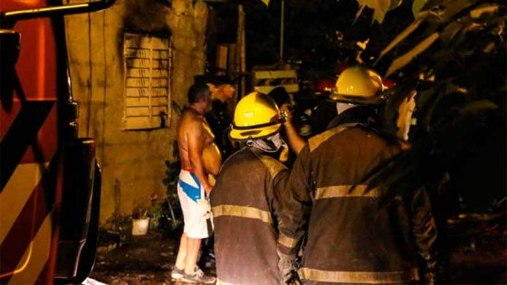 Niña murió atrapada en incendio de una casa: Afirman que estaba sola y encerrada