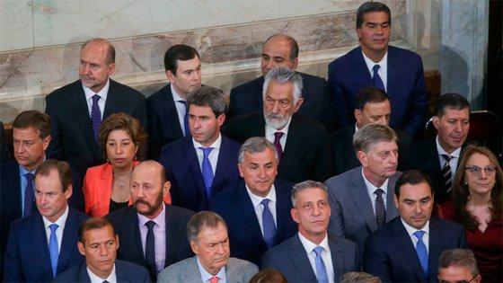Gobernadores, empresarios y figuras internacionales en la jura de Fernández