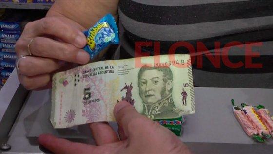 Adiós al billete: Qué se puede comprar en un quiosco con 5 pesos