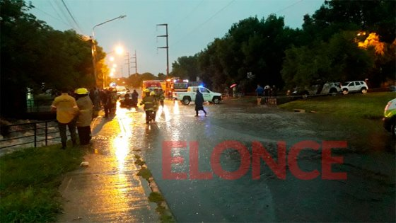 Intensas tareas para rescatar a conductora que cayó con su auto desde un puente