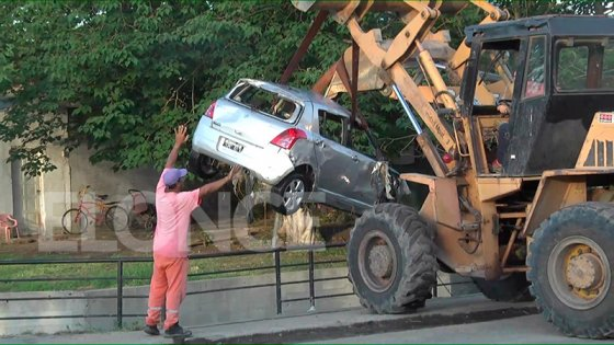 Video: Así retiraban del arroyo el auto de Fiorella