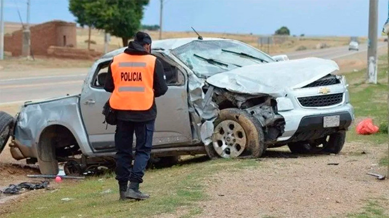 Mueren dos gendarmes al chocar una camioneta con un auto en la Ruta Nº 9