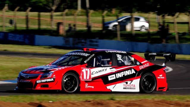 Matías Rossi ganó en Concordia y gritó campeón por primera vez en el Top Race